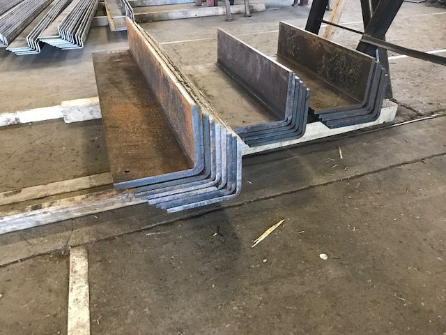 Looking To Bend Heavy Steel Plate Here S Some 5 8 Bent Plates Off Our Press Brakes Longero Formheavyplate Steel Fabrication Steel Metal Forming