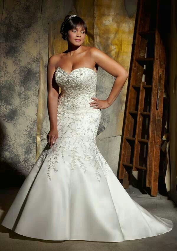699ee82c9d2 Strapless wedding gown for the full figured bride..