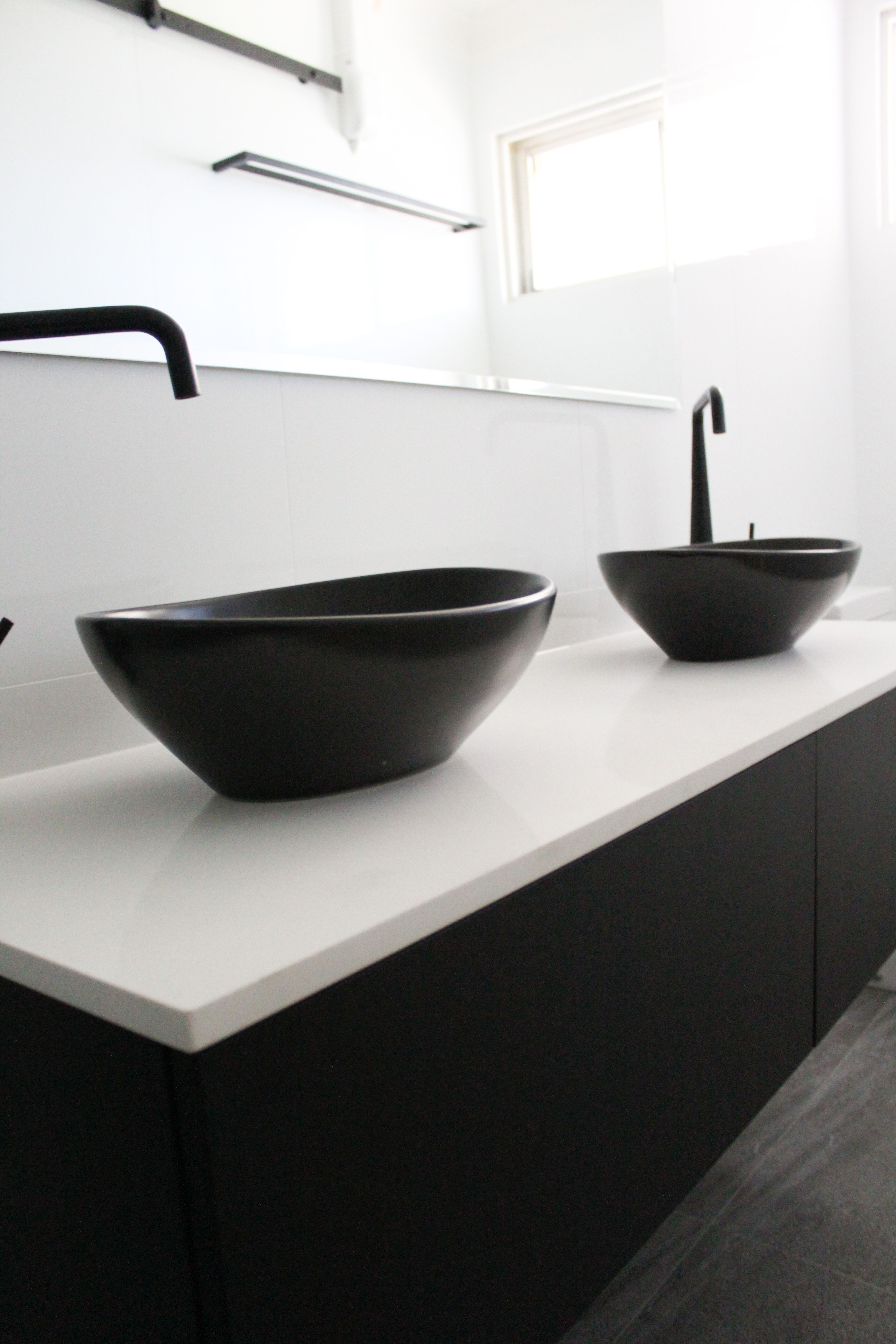 Small Ensuite Black Sinks Wall Hung Vanity White Benchtop Back To Wall Toilet On The Ball Bathrooms Black Vanity Bathroom Black Sink Wall Hung Vanity
