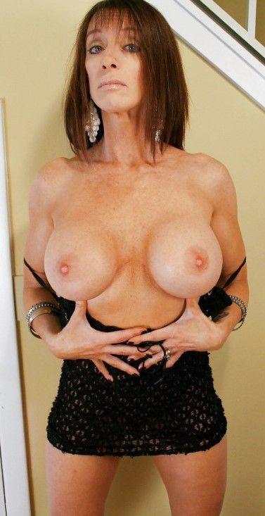 Bibette blanche nude shaking