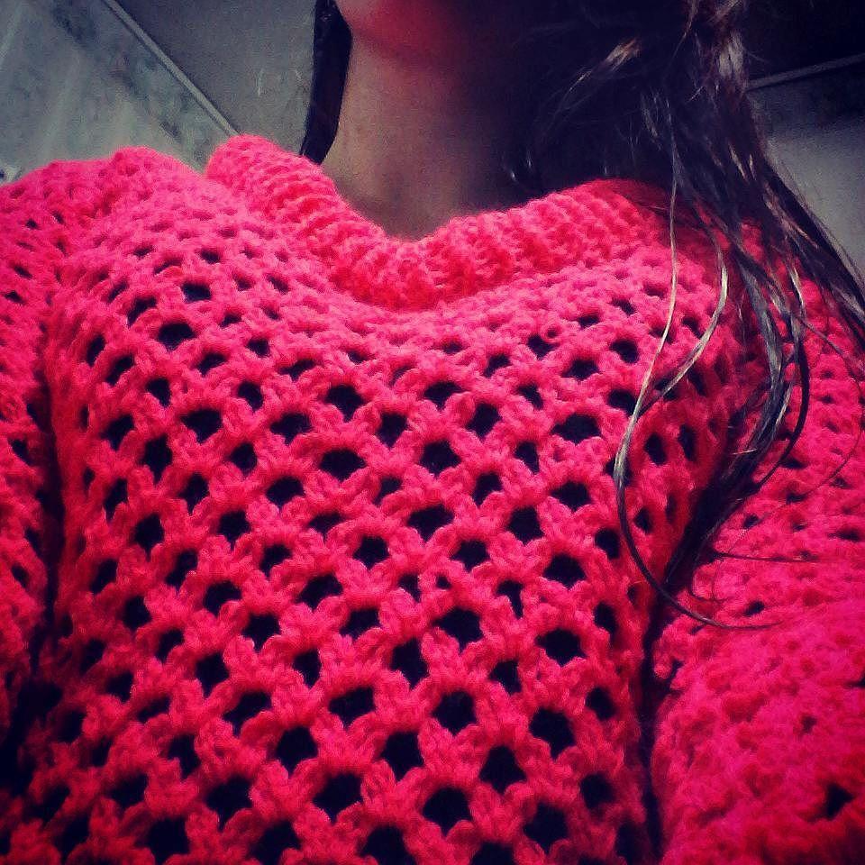 Amo mi saquito.  #pink #sweather #crochet #crochetsweater #warm #winterfashion #style #lookoftheday #instalook #instasize #dailypic #fashion #tejido #temporadaotoñoinvierno by florenciarondolini