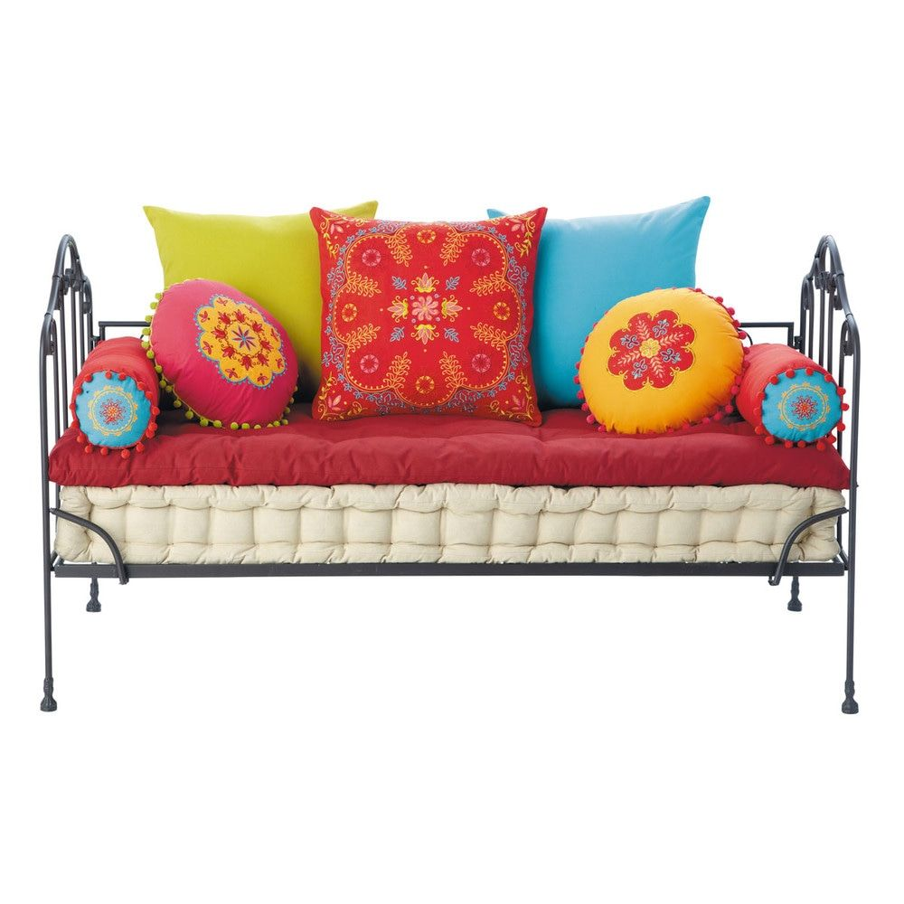 Dormitorio De Ni 241 A Odds And Ends Cushions On Sofa