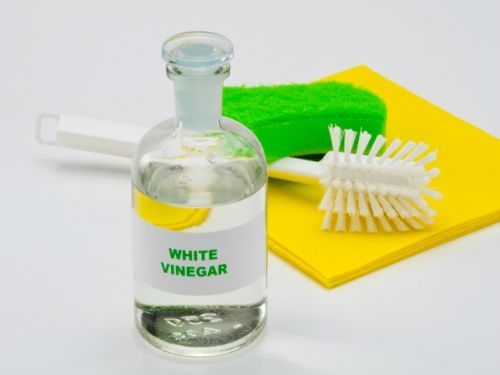 If you are looking for a way to make your clothes whiter, brighter, and softer without using harsh chemicals, we have the solution for you! Here are 5 REASONS YOU SHOULD BE USING VINEGAR IN THE LAU...