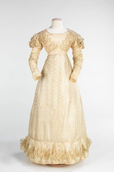 1824 Wedding Gown In A Different Color Fabric This Could Almost Be Daytime