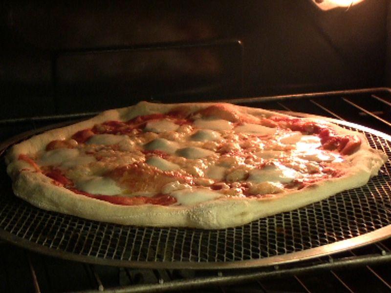 Ricetta Pizza Fatta In Casa Vivalafocaccia Ricetta Ricette Pizza Fatta In Casa Ricette Pizza