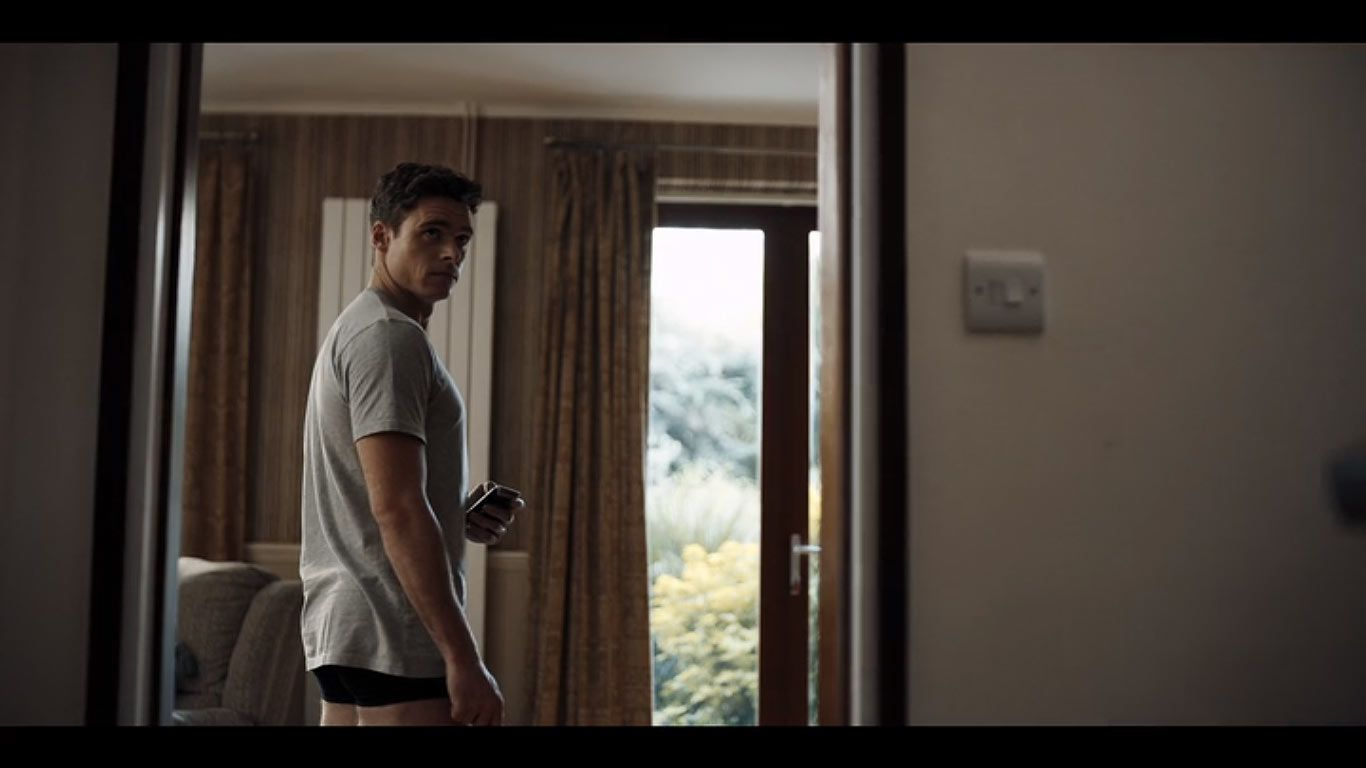 Richard Madden As David Budd In Season 1 Episode 2 Of Bodyguard Source Bbc Netflix Bodyguard Screen Shot On Set