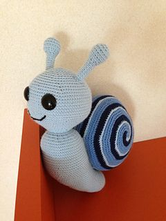 Some days ago, I upload the pattern for a giant snail, the yarn was very thick and the toy was crocheted very fast.