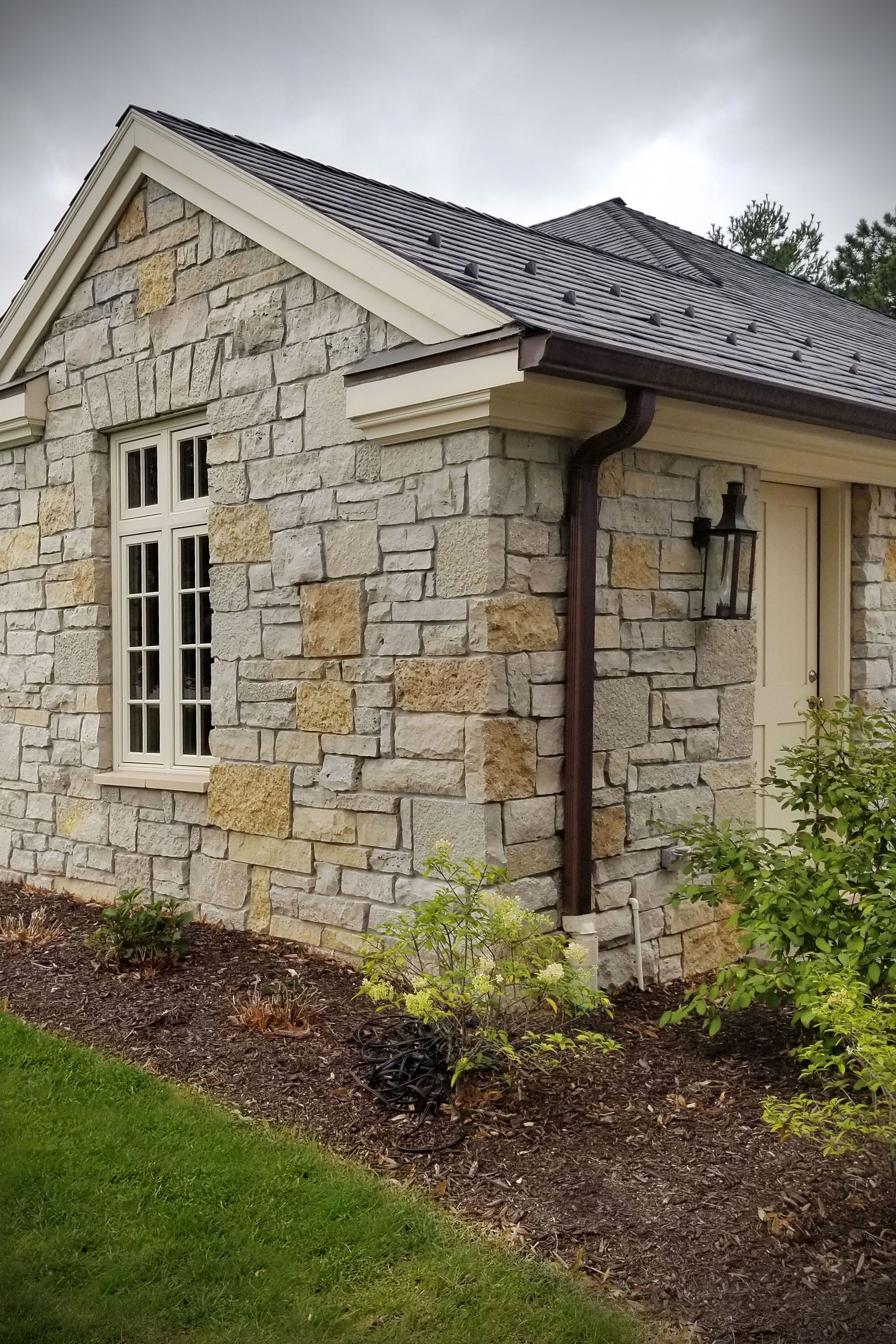 Custom ashlar and castle rock stone veneer siding and - How to install exterior stone veneer ...