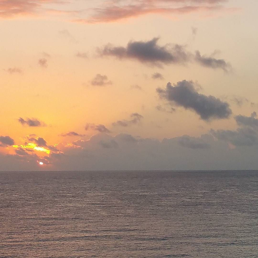 Amanecer #cancun #beatiful #earth #loves_mexico #amazing #all_shots#azul #bestoftheday  #beautiful #color #colorful #creacion #earth #fantastic #fabulous #intago #instalíke #igers #instadaily #larecomendaciondeldia #mycapture  #Mexíco #natural #naturaleza #picoftheday #planeta_azul