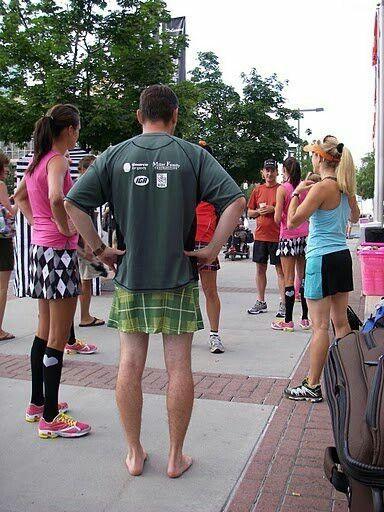 Man in running Skirt | Boys wearing skirts, Men dress up, Man skirt