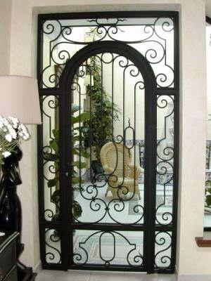 Puerta En Cristal Y Hierro Forjado Por K U Puertas De Vidrio Hierro Forjado Disenos De Puertas Metalicas