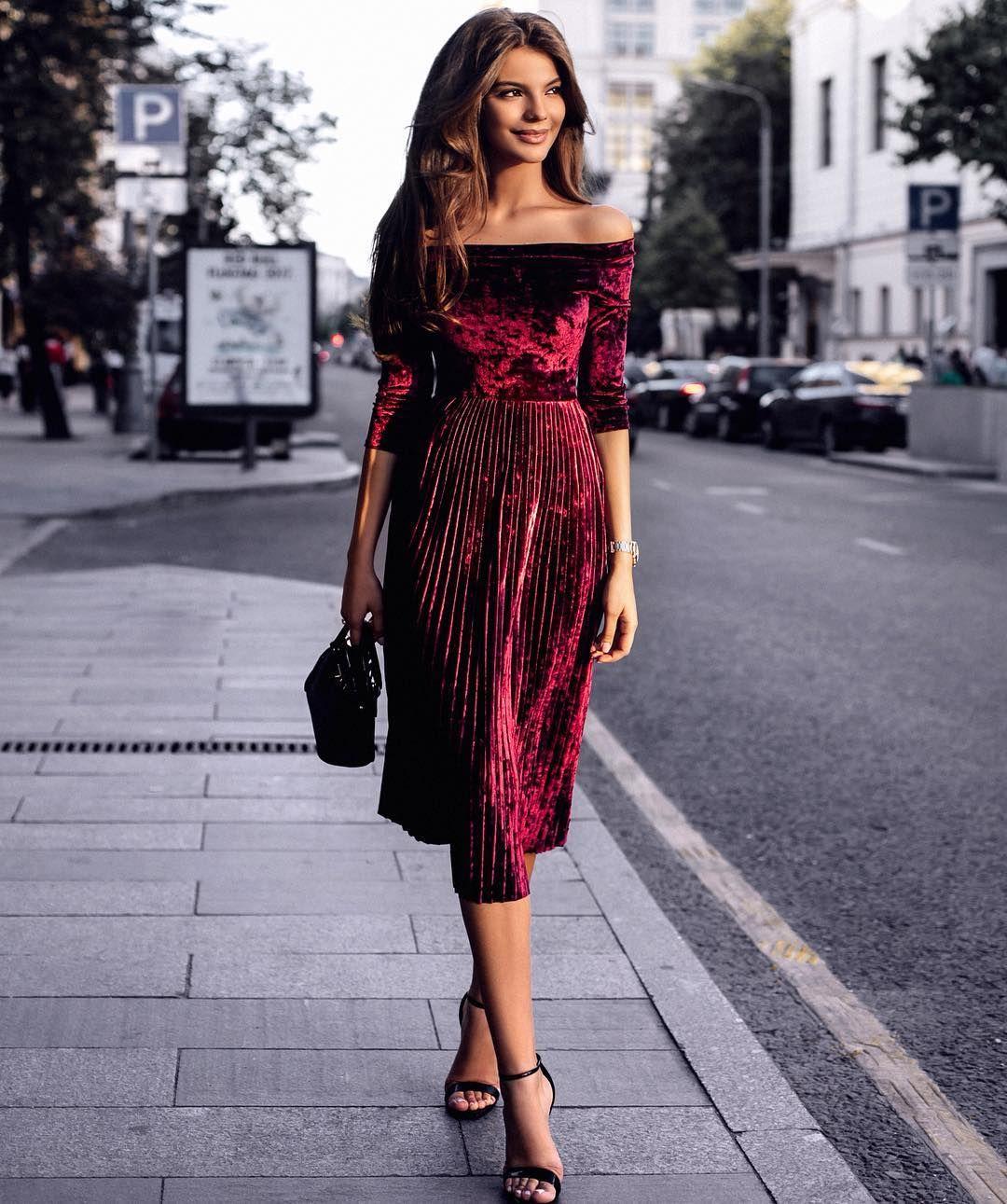 393af7faf1f Платье в женском гардеробе – волшебная палочка-выручалочка. В предстоящем  сезоне дизайнеры выпустили коллекцию идеальных фасонов модных платьев 2017  – 2018 ...