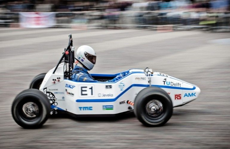 Students set world electric vehicle acceleration record via Gizmag