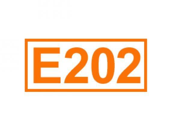 E 202 auch Kaliumsorbat genannt. Erfahren Sie alles über diese Kennzeichnung von Lebensmittelzusatzstoffen, ihren Einsatz sowie Bedenklichkeiten.