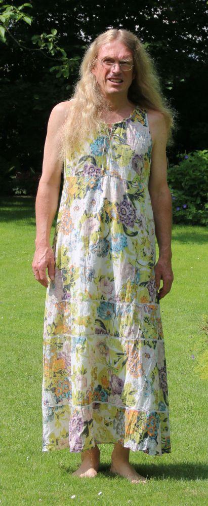 Men in dresses Mann im bunten Kleid   Man in skirt and dresses, men ...