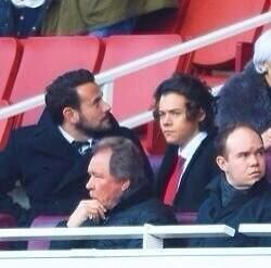 1D Updates DAlertWW  Harry and Ben Winston at the Arsenal - Liverpool match today (picture via @Gemma Styles) 16.02.14