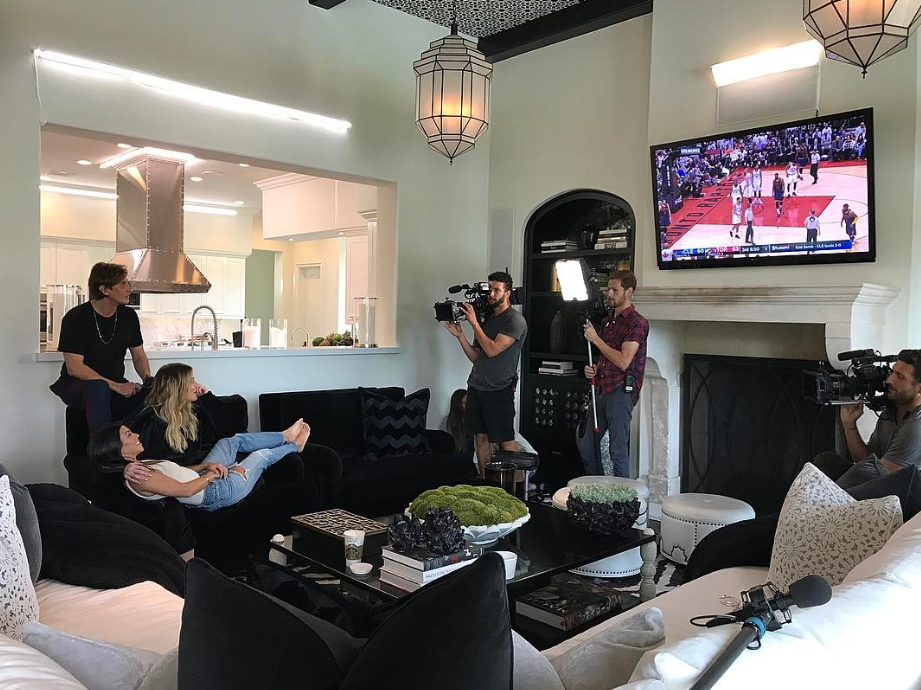 Khloe Kardashian's home: Like much of the Kardashian-Jenner clan's dwellings, the house is decorated white and black with a minimalistic design. #khloekardashianhouse