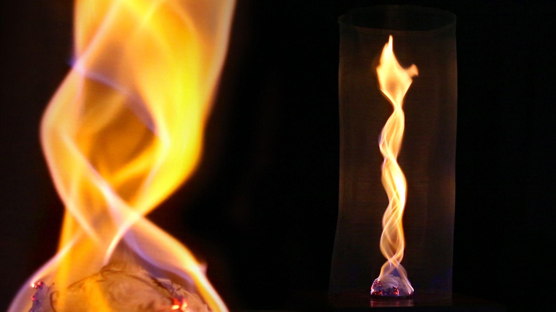 Veja como criar um surpreendente furacão luminoso! ATENÇÃO: experiências com fogo devem ser feitas na companhia de um adulto e fora de