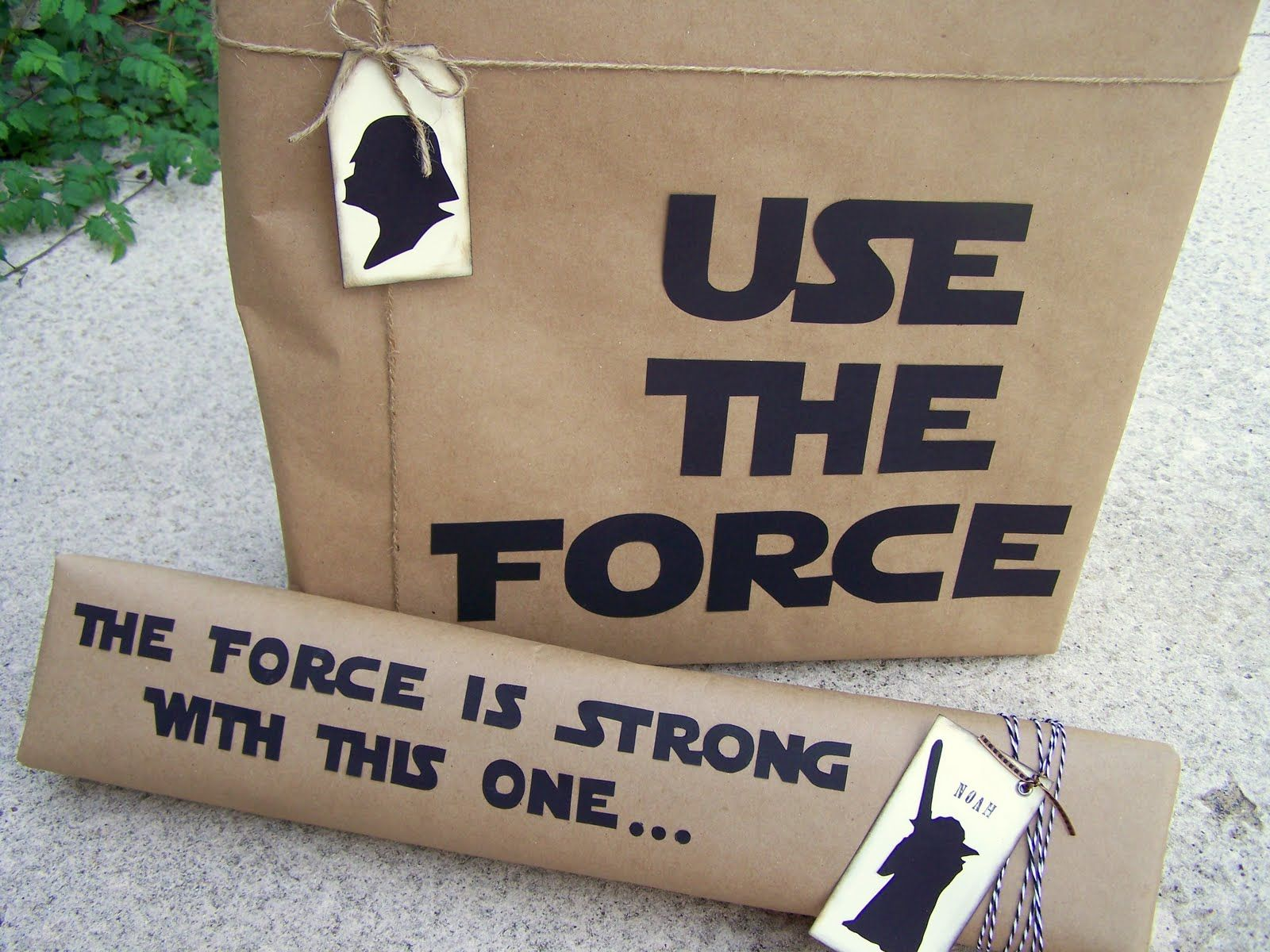 diy silhouette gift wrapping for the star wars fan from i see your. Black Bedroom Furniture Sets. Home Design Ideas