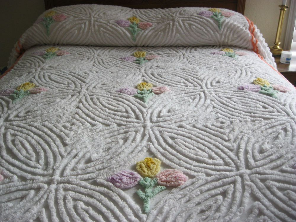 Lovely Vintage Chenille Bedspread Tulips 90 X 104 Chenille Bedspread Chenille Quilt Chenille