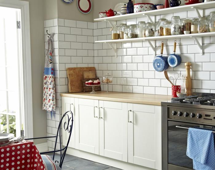 Wandregale Für Küche wandgestaltung küche weiße wandfliesen graue bodenfliesen offene