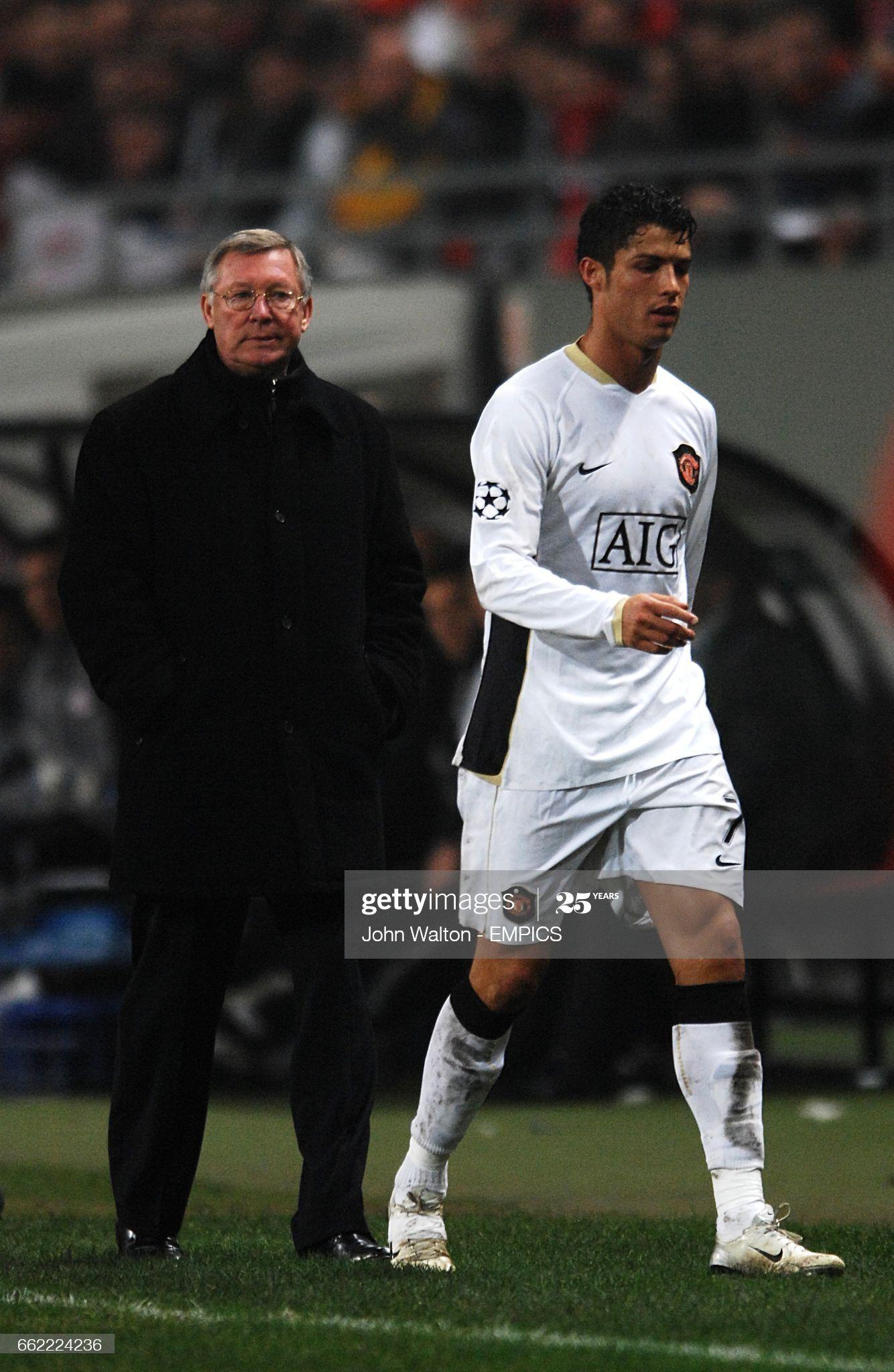 News Photo Manchester United Manager Alex Ferguson Looks At Cristiano Ronaldo Manchester Cristiano Ronaldo Cristoano Ronaldo