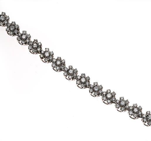 A diamond daisy chain link bracelet
