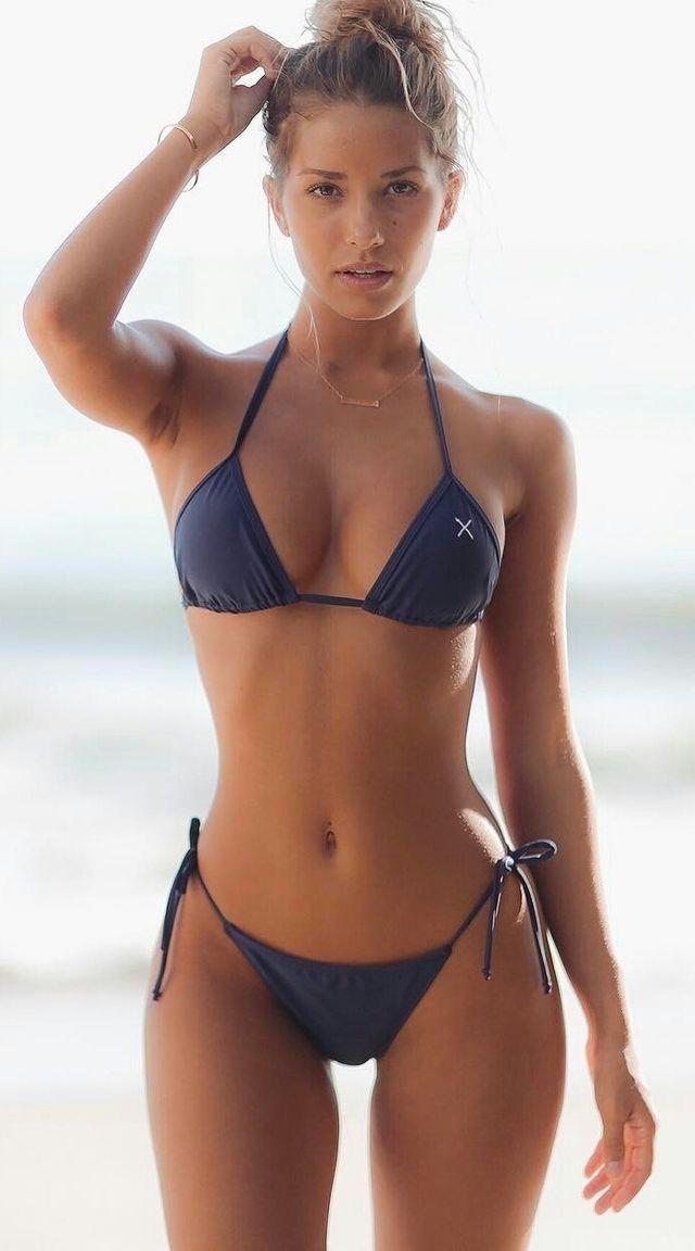 b0d9d7d94646d What a fabulous body! She is unbelievable. Bikini Babes