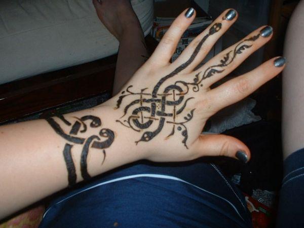 Mehndi Tattoo For Hand : Henna snake hand pinterest hennas tattoo and