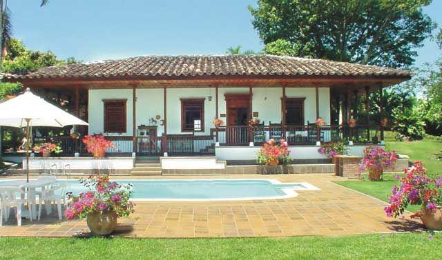 Casas de campo en colombia buscar con google casas de for Diseno piscinas modernas colombia
