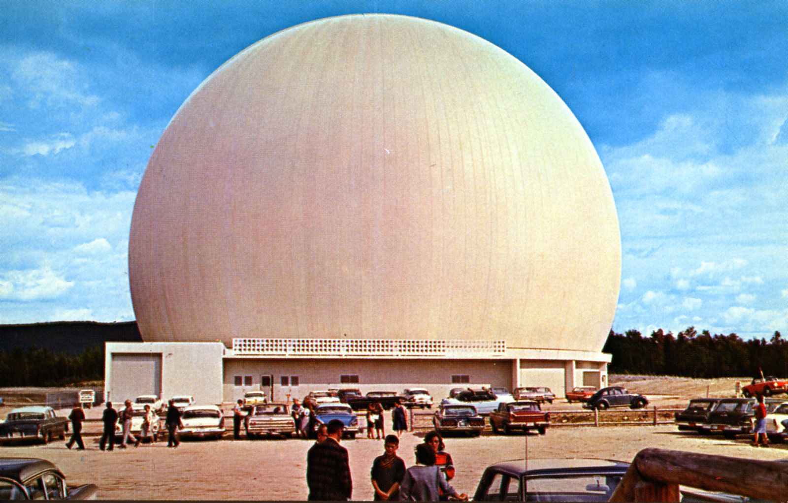 https://flic.kr/p/nfHcz8 | Bell System Space Dome Andover ME | Bell System Space Dome, Project Telstar, housing 380-ton Horn Antenna, 94 feet high and 177 feet long. Can amplify signals 500,000 times Signal received from satellite is one-trillionth of a watt. Earth Station for Communicating by Satellites