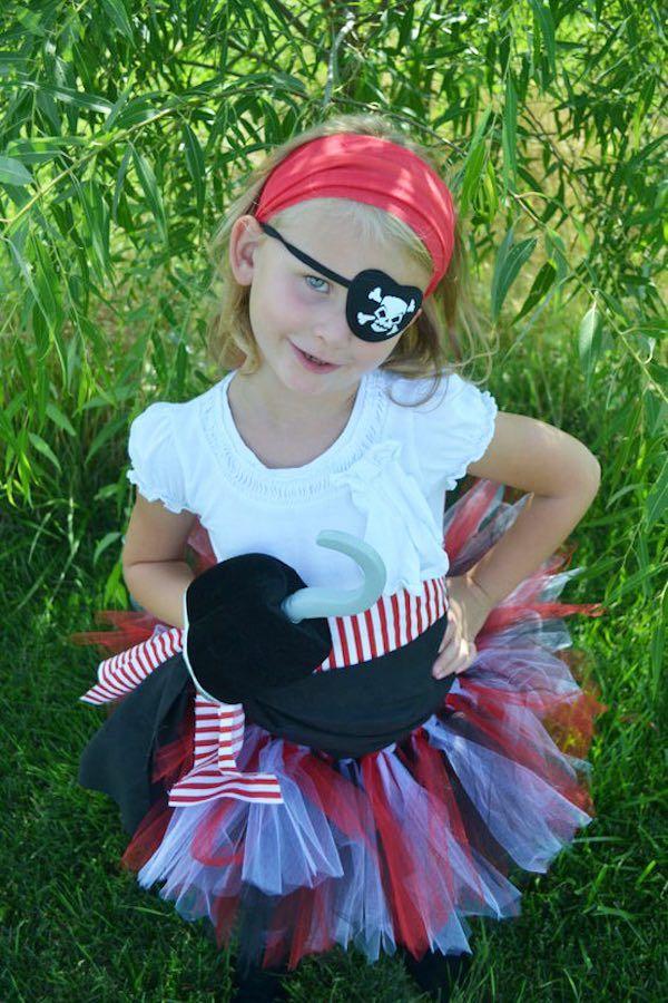 Disfraz De Pirata 8 Ideas Para Un Disfraz Casero Pequeocio Disfraz De Pirata Traje De Pirata Para Niña Fiesta De Piratas