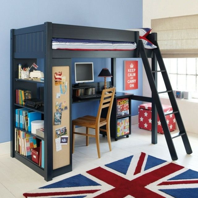 blaue wand design hochbett mit schr ger leiter und pinnwand aus kork kinderzimmerideen. Black Bedroom Furniture Sets. Home Design Ideas