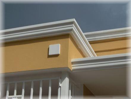 Molduras para ventanas exteriores acabados para fachadas for Puertas decorativas para interiores