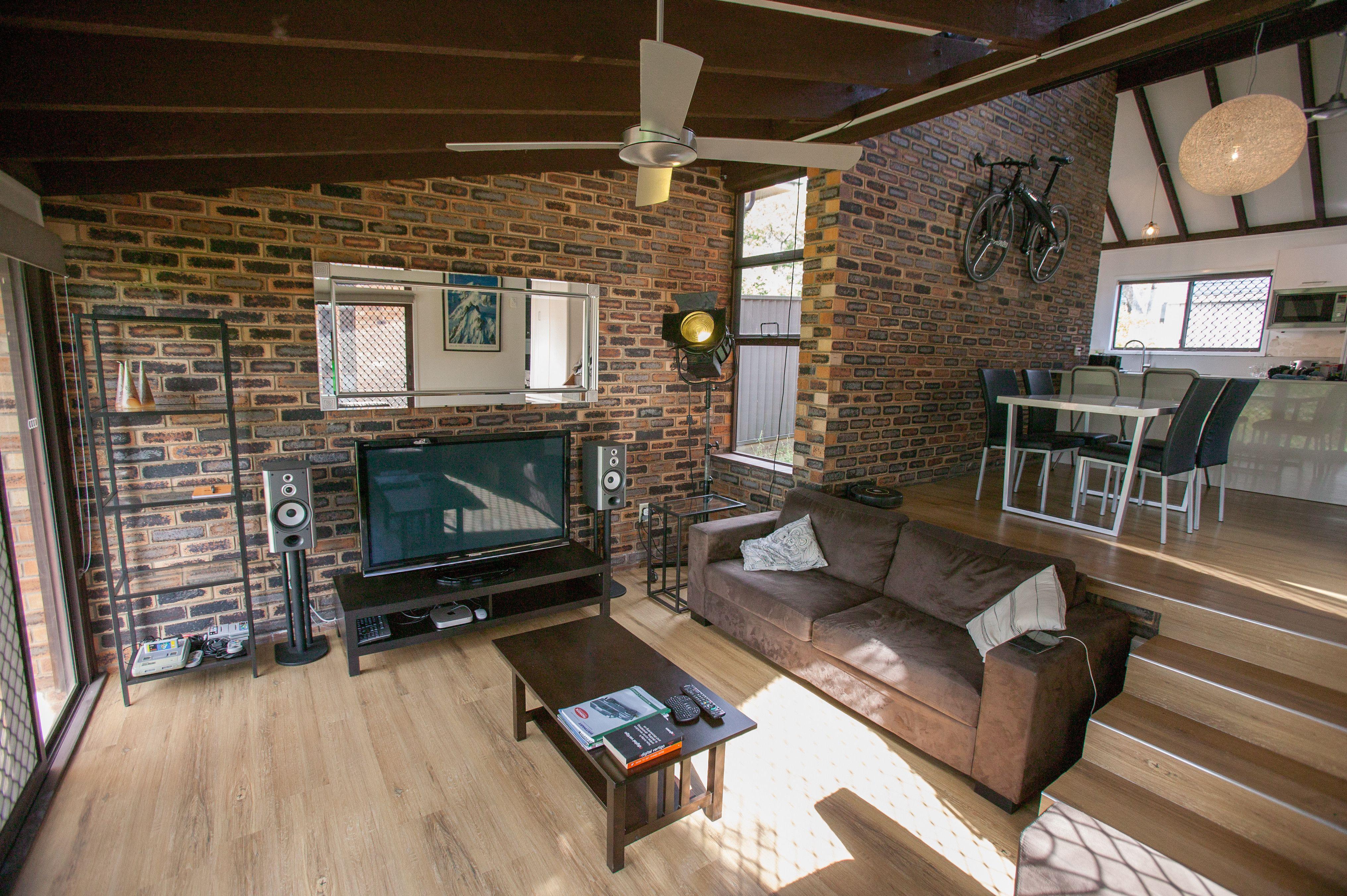 Wood & brick lounge/diner [OC] [4064x2704] http//ift.tt