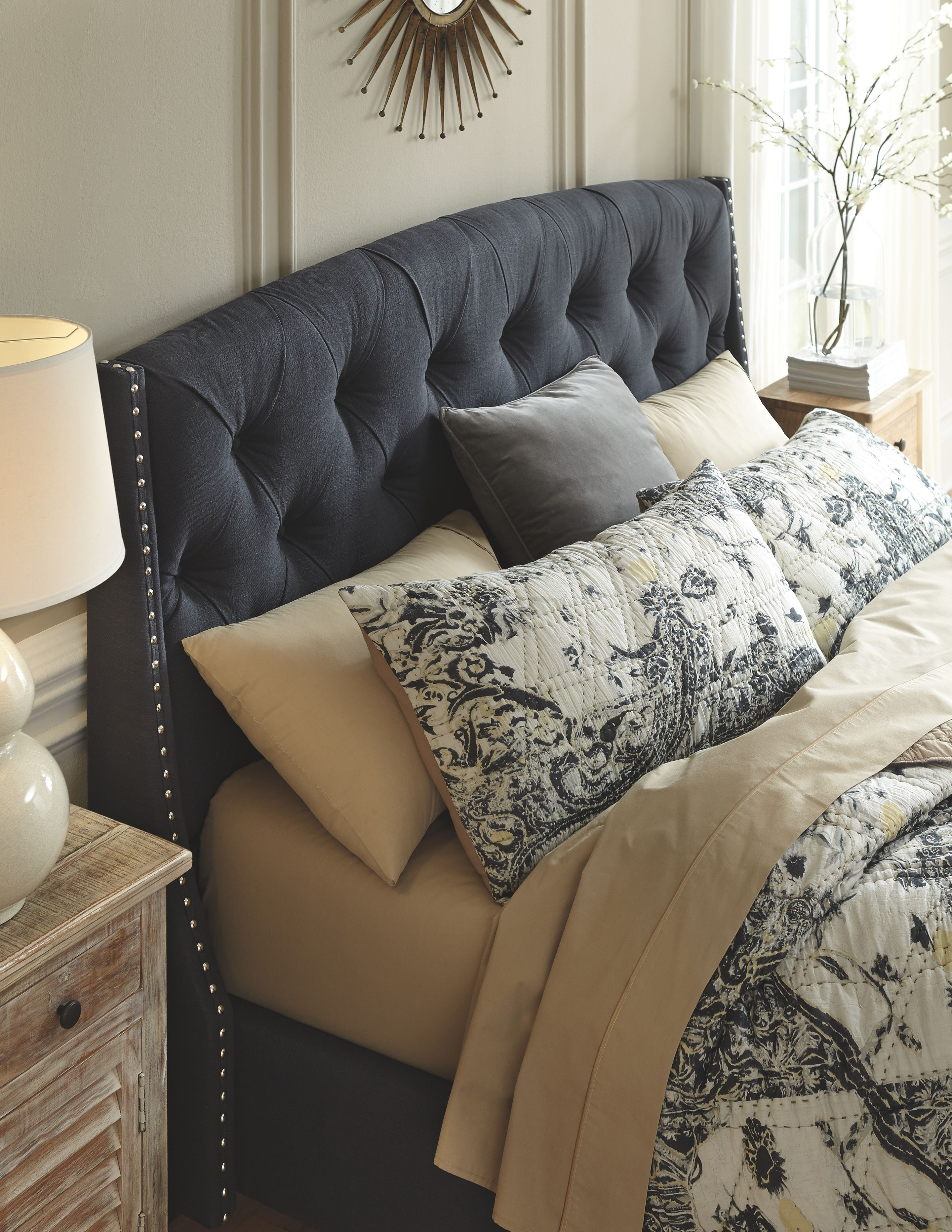 Best Kasidon Queen Tufted Bed Dark Gray In 2020 Grey Headboard 400 x 300