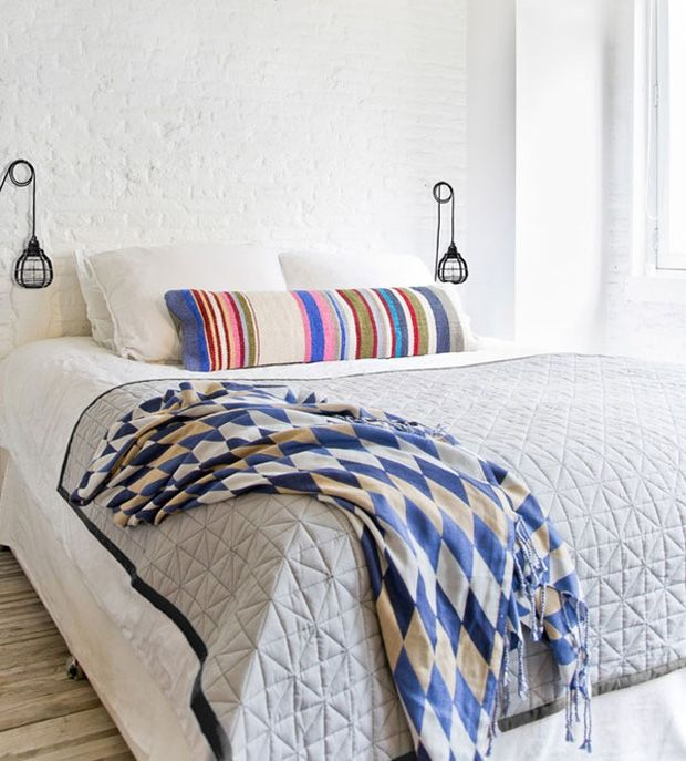 white bricks + pure white bedroom #bricks #decor #brickwall #tijolinho