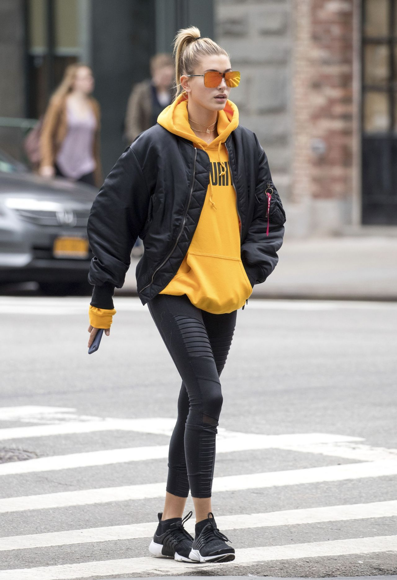 Image result for hailey baldwin street style  001d644d7