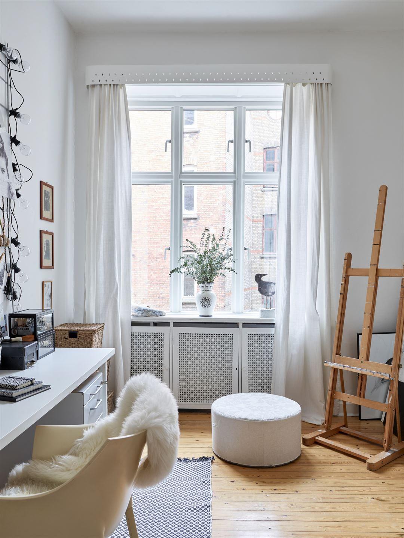 Un appartement suédois aux lignes classiques et au mobilier design planete deco a homes world