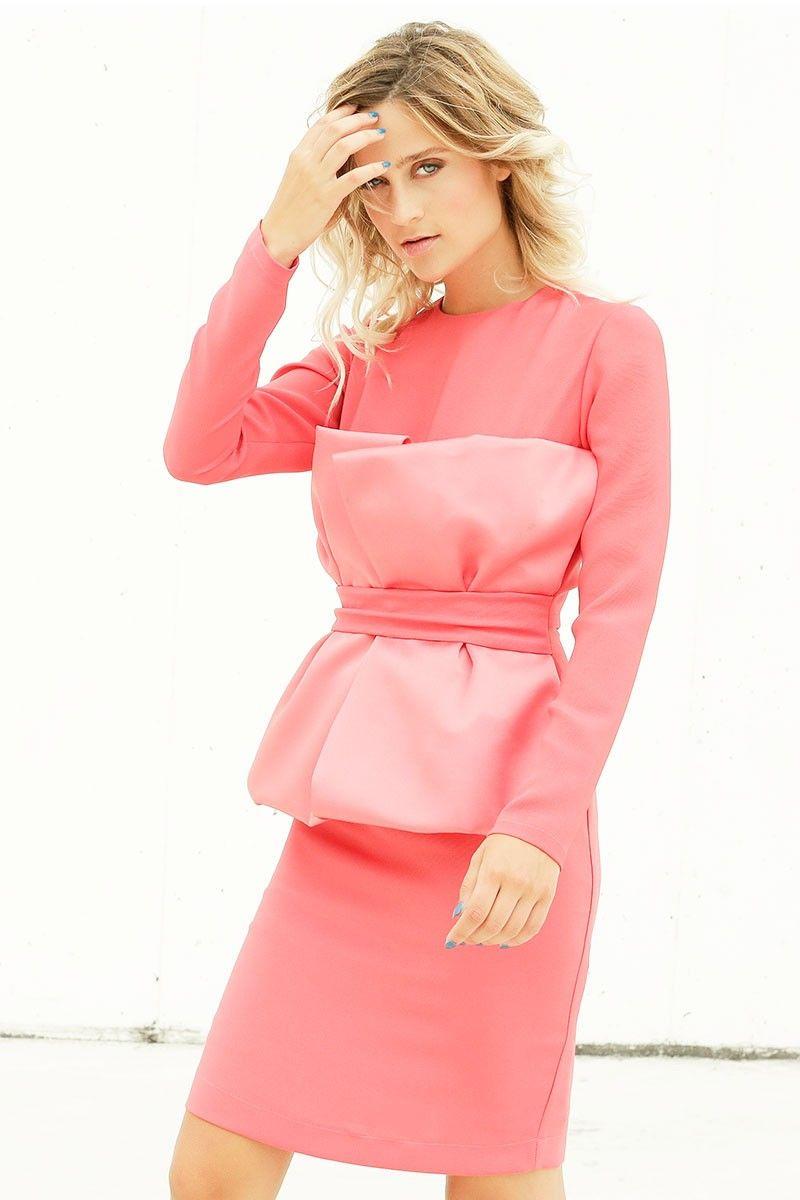 Vestido corto en color coral, con lazo en la parte delantera, ideal ...