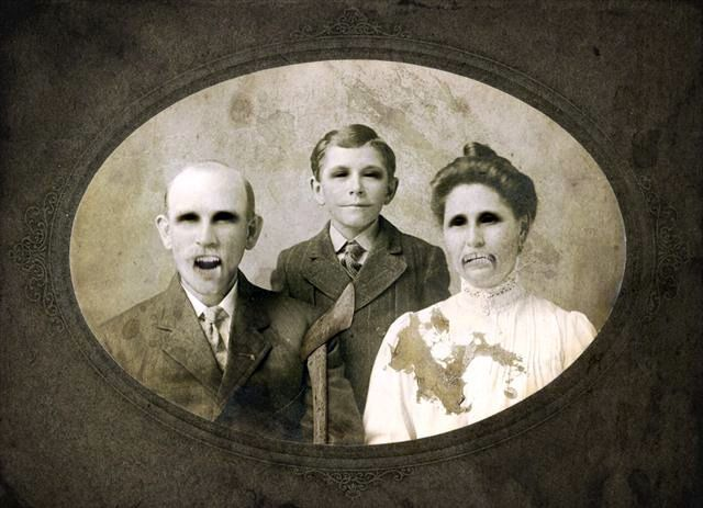Haunted Family Portrait With Images Family Photo Frames
