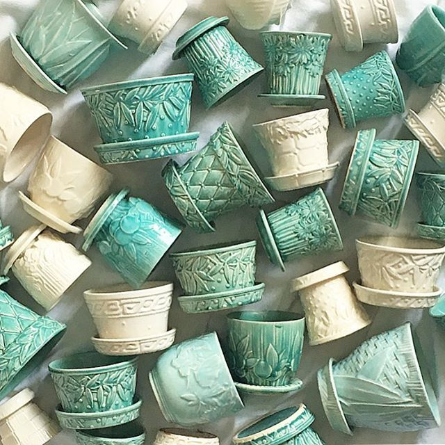 Mccoy Flower Pots For Magpiemonday Confession I Used To Be Afraid Of Colour For A Lot Of Years My Signatu Vintage Flower Pots Green Pottery Vintage Vases
