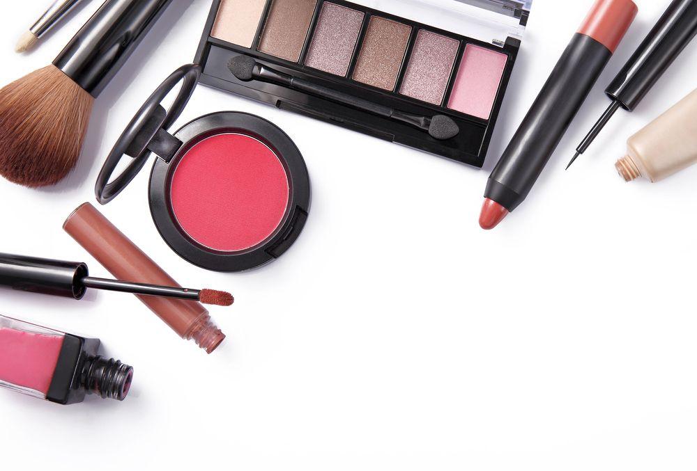 Baru Belajar Untuk Makeup Dan Bingung Produk Apa Saja Yang Perlu Anda Miliki Simak Artikel Ini Ada Bocoran Produk Dan Alat Mak Alat Makeup Produk Makeup Alat