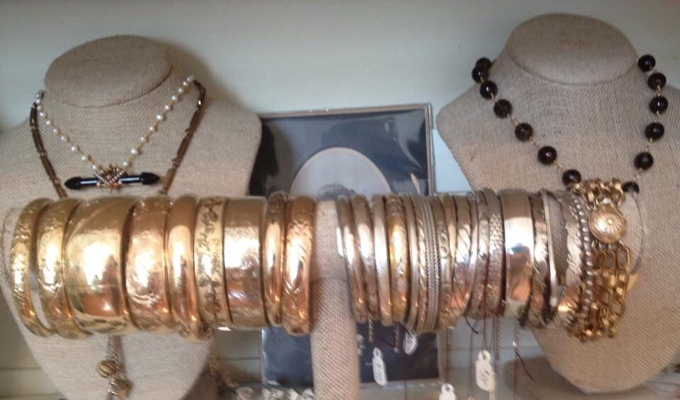 Miscellaneous antique &/or vintage bangles.