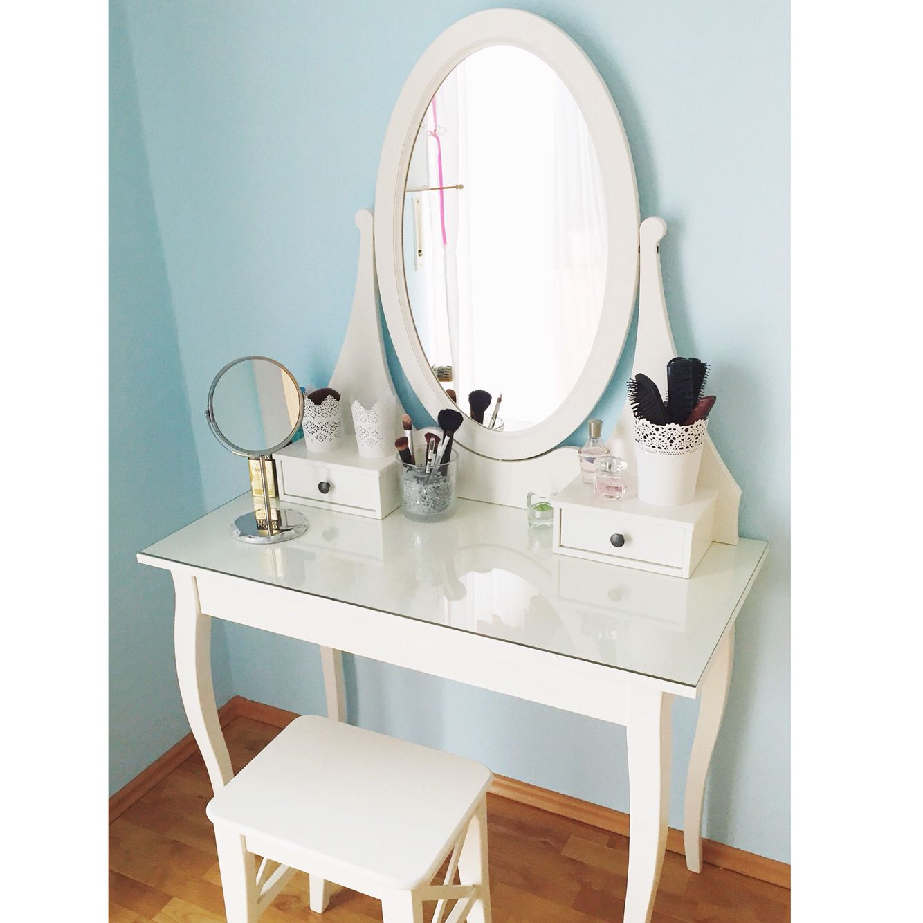 I love this desk from IKEA, it's perfect. Make-up desk from Hemnes | Ikea | Dressing Table | Make-up Storage