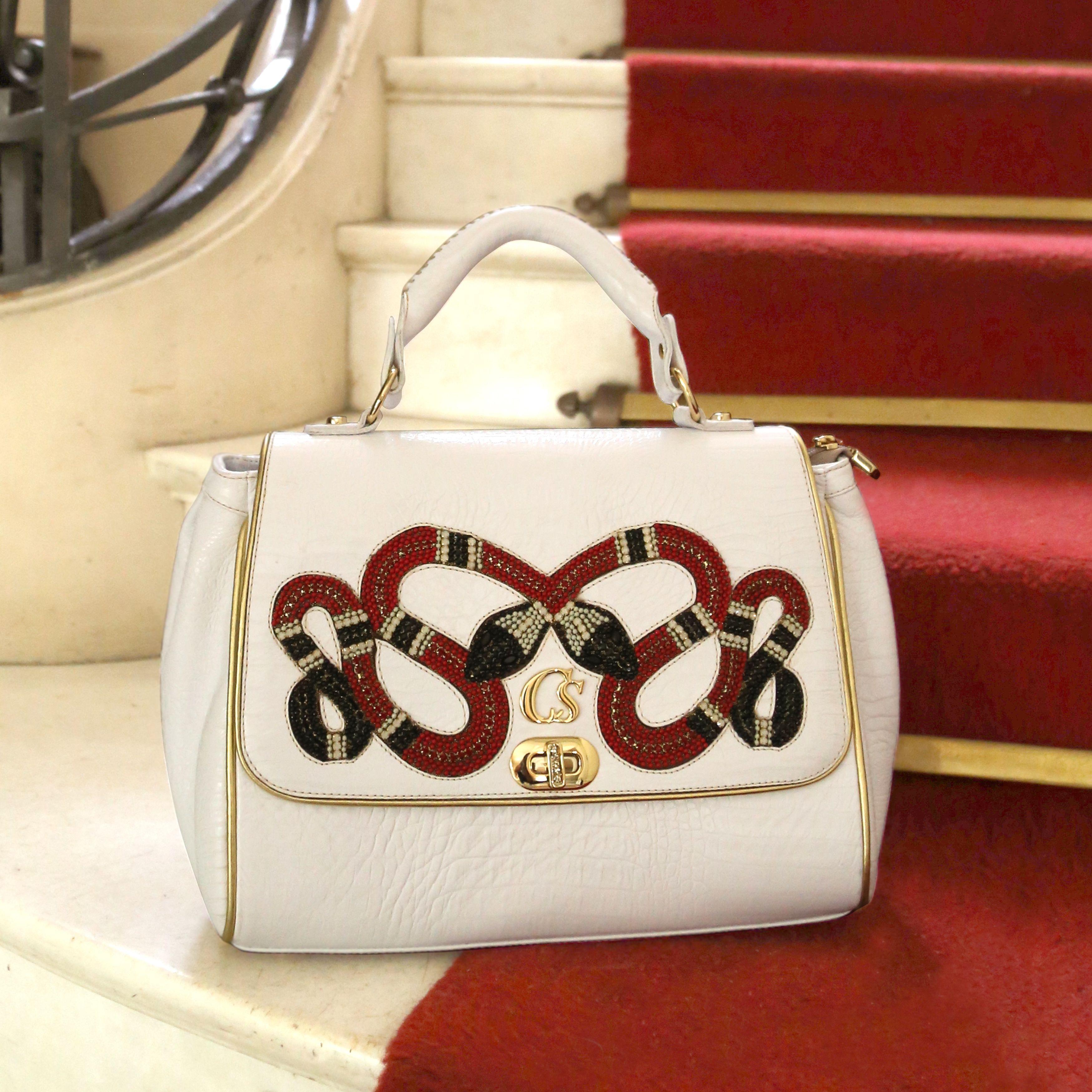 Bolsa Branca com cobras bordadas Carmen Steffens   Carmen Steffens ... 554041ca09