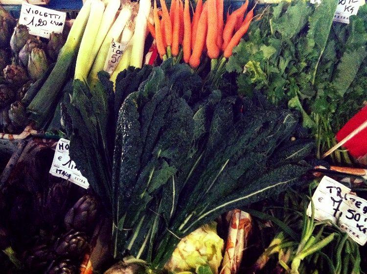 Cavolo nero e verdure colorate al Mercato di Sant'Ambrogio a Firenze
