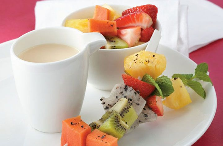 Tus tardes serán más alegres si compartes unos deliciosos pinchos de fruta con las personas que más quieres.
