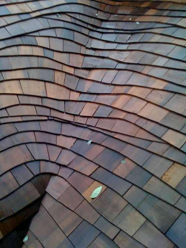 Rolled Valley On A Wave Coursed Roof With Beautiful Coloring After A Rainfall Rolledvalley Wavecoursedroof Cedar Roof Roof Shingles Roof Restoration
