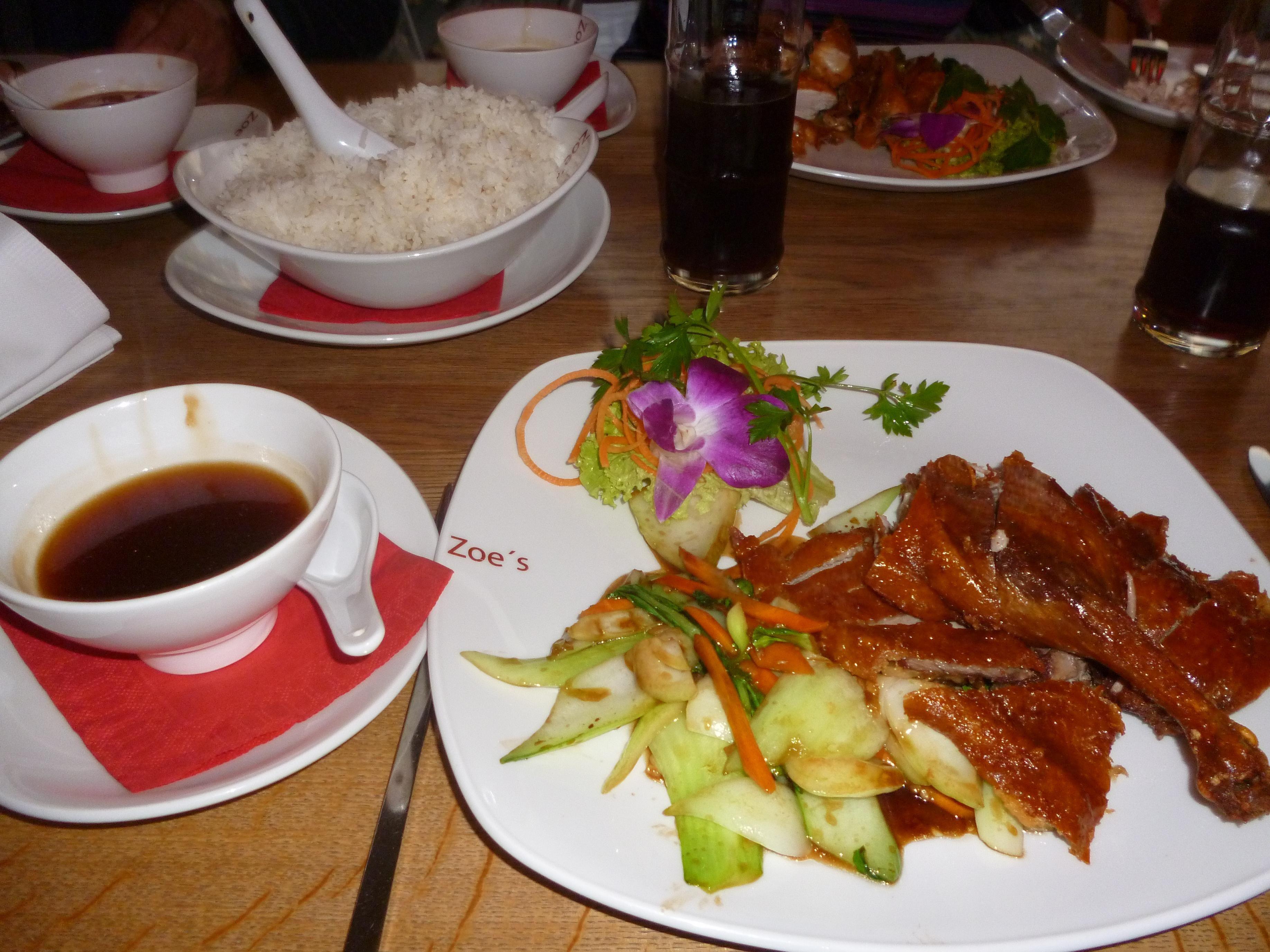 Ente nach traditioneller Art mit Pak Choi und süßer Sojasauce